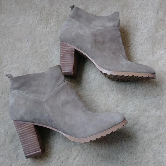62ae4ea57e3 Brand new CROWN👑VINTAGE Darcie tan suede booties